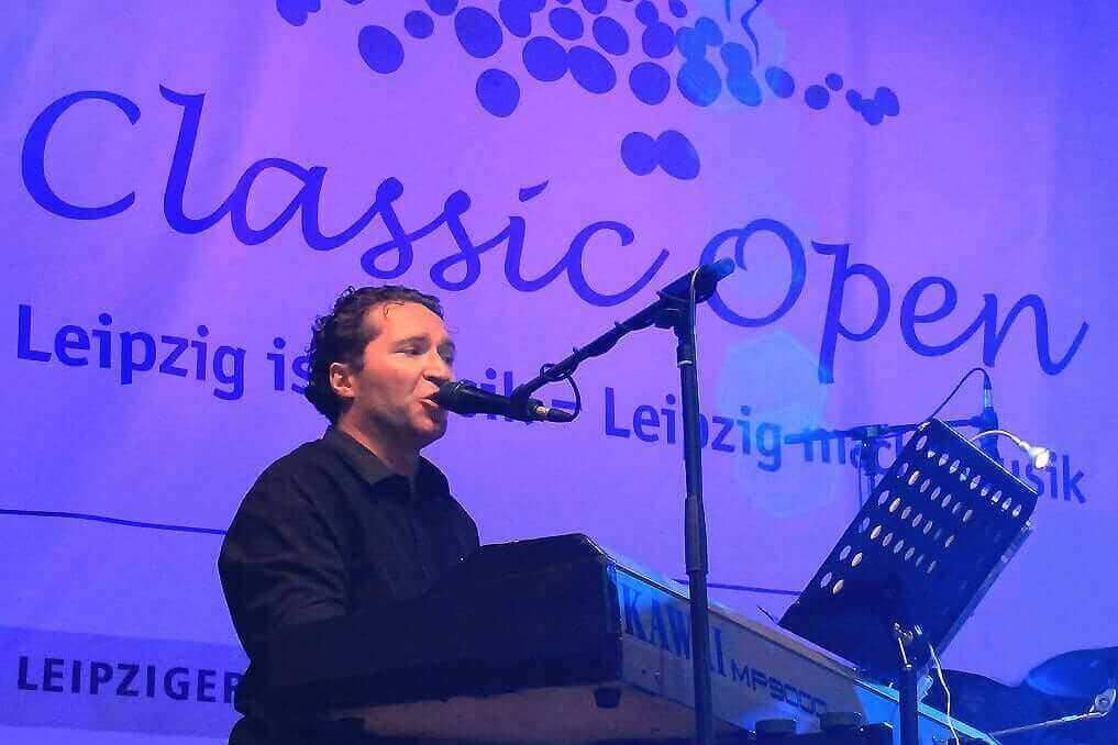 Monsieur T. Pianist Sänger Konzert Classic Open Leipzig