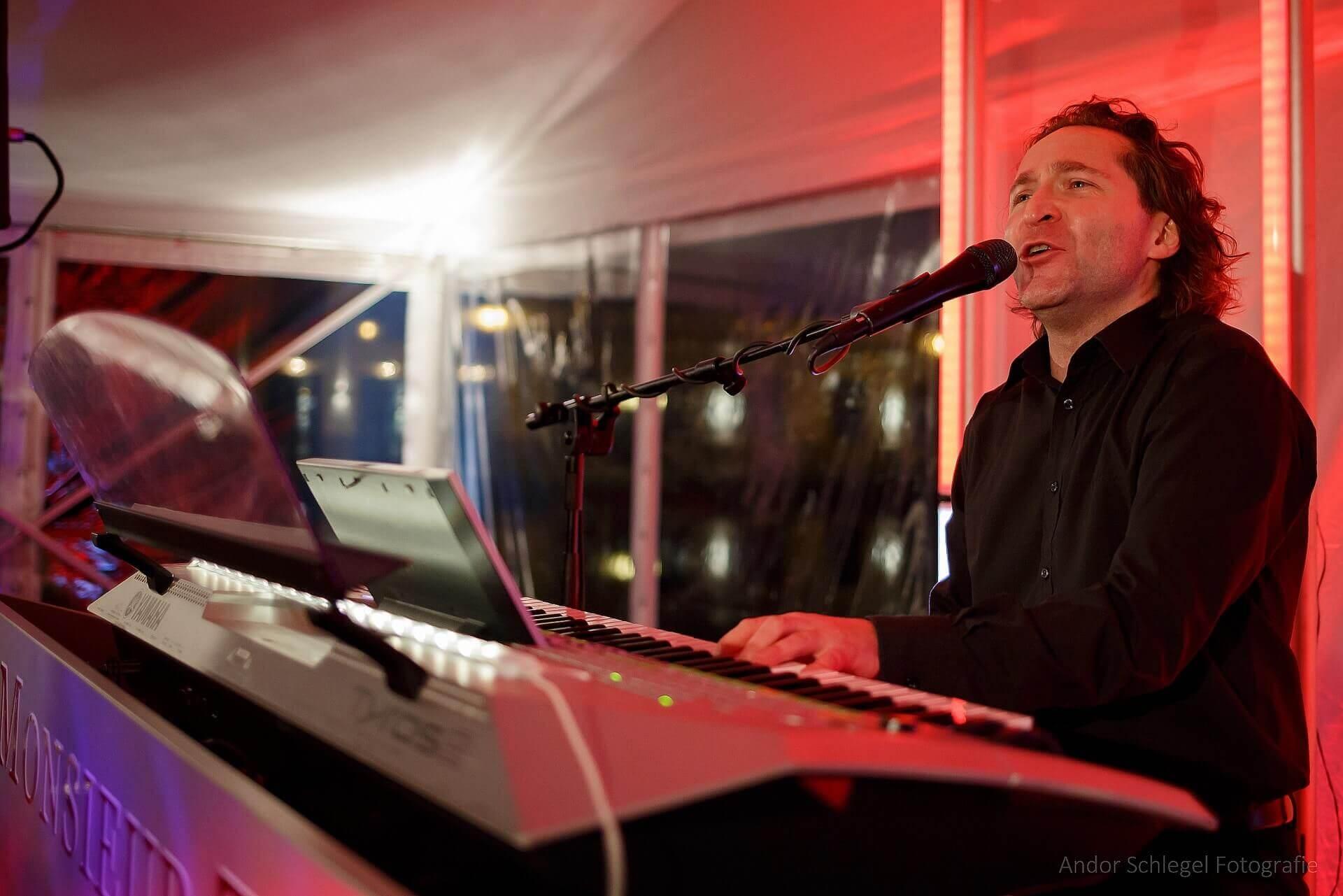 Monsieur T. Pianist Sänger DJ Hope Gala Dresden